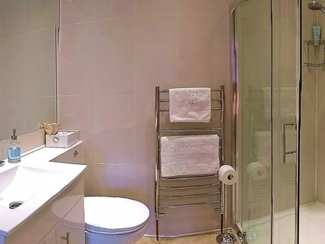 Luxury Super King En suite with Power Shower